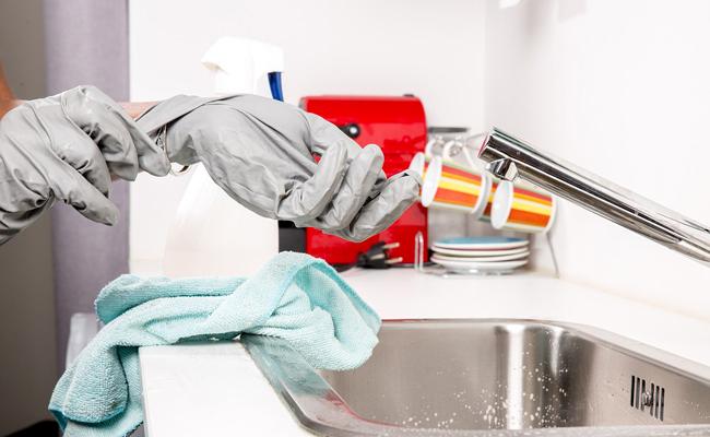 Qu'est-ce qu'il faut utiliser pour déboucher les canalisations ?