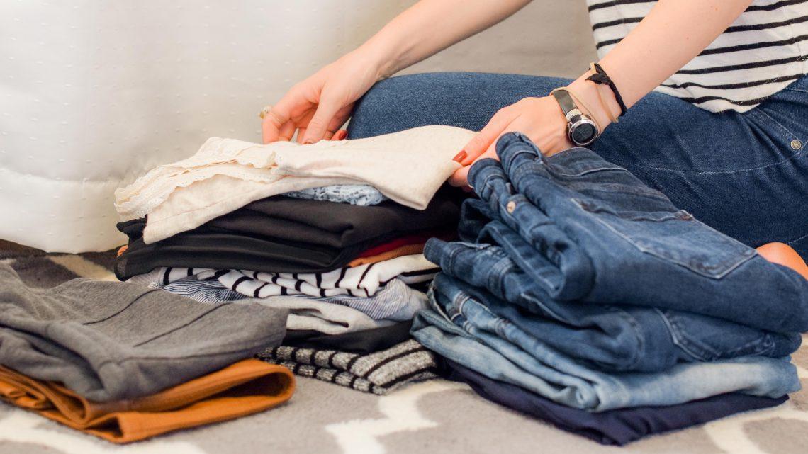 Comment bien ranger les vêtements dans une armoire enfant
