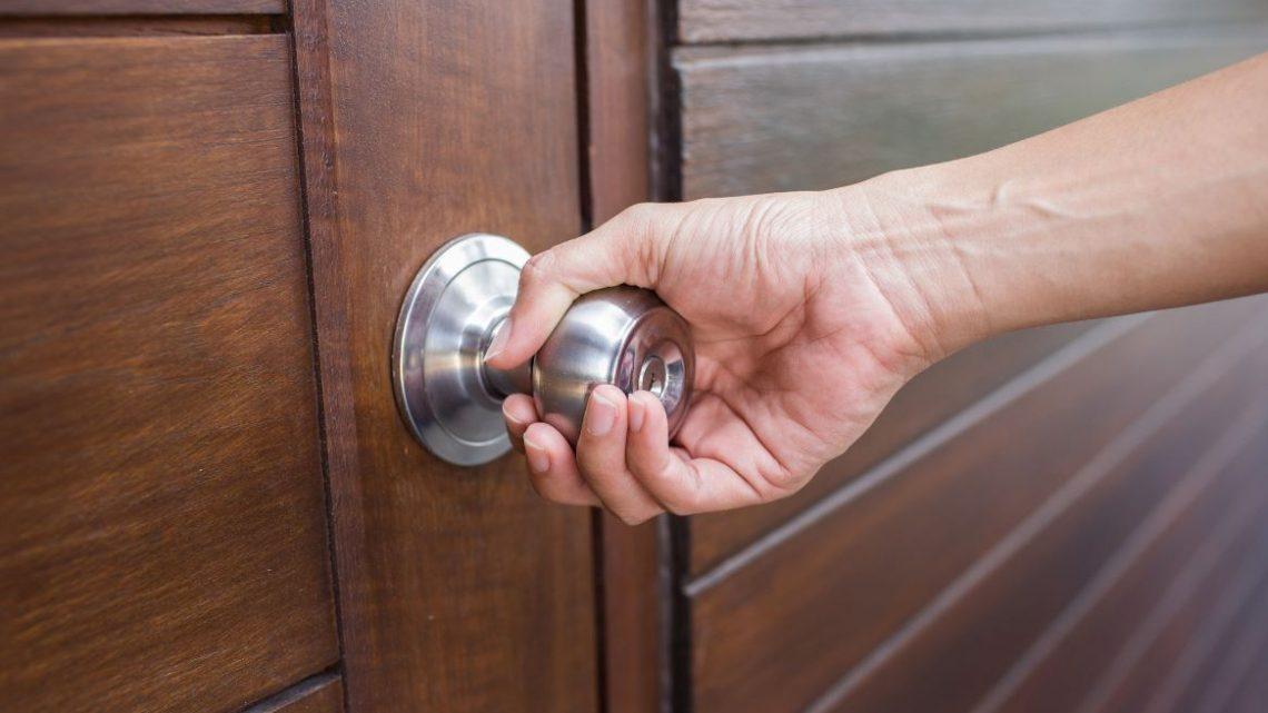 Comment ouvrir une porte sans clé ?